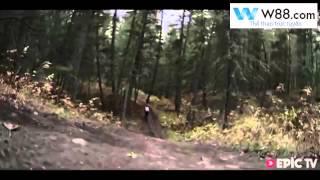 Tốc độ kinh hoàng trong môn đổ đèo dốc đứng