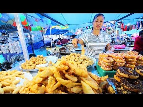 Indonesian Street Food - CRAZY BALI NIGHT MARKET   BEST Street Food in Bali + BABI GULING Indonesia