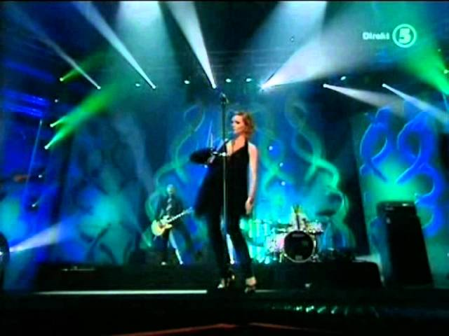the-cardigans-i-need-some-fine-wine-and-you-you-need-to-be-nicer-live-nma-2005-the-cardigans-place