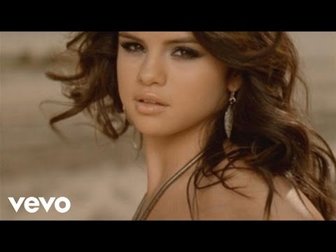Selena Gomez & The Scene - Un Año Sin Lluvia (Video Oficial)