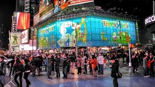 Toys R US Times Square store Closes