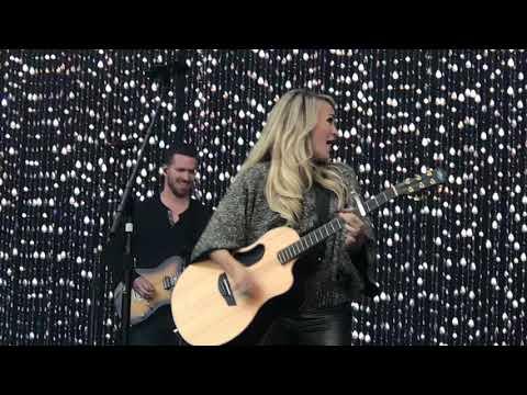 Carrie Underwood - Smoke Break at Tuckerville, Enschede