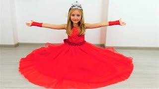 Polina está cosiendo un vestido bonito para ir al baile de princesas.