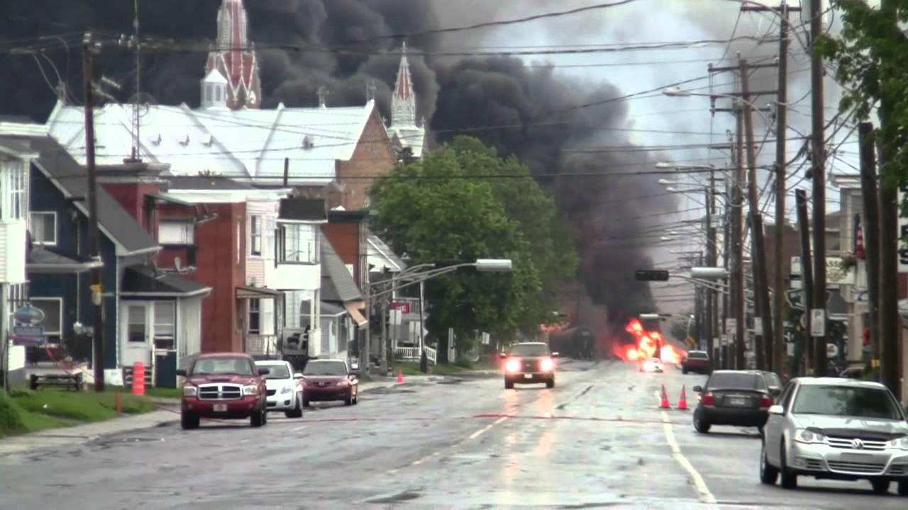 Lac Megantic Centre ville en feu 6 juillet 2013 - YouTube