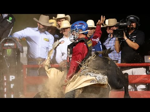 Mike Lee heads back into the chute on Doctors Wishes PBR