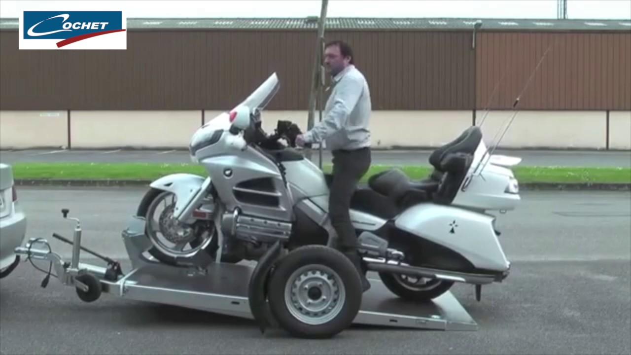 cochet remorque porte moto avec plateau abaissable youtube. Black Bedroom Furniture Sets. Home Design Ideas