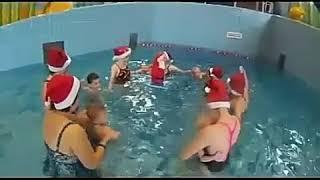 Праздник Новый год в бассейне. Грудничковое и раннее плавание обучение.