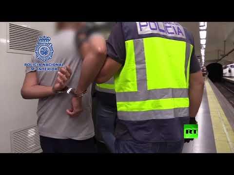 لحظة القبض على رجل يصور النساء سرًا في مترو مدريد  - نشر قبل 4 ساعة