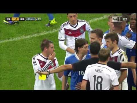 Thiago Motta schlägt Toni Kroos - Motta beats Kroos (Italia vs. Germany 1:1 - 15.11.13)