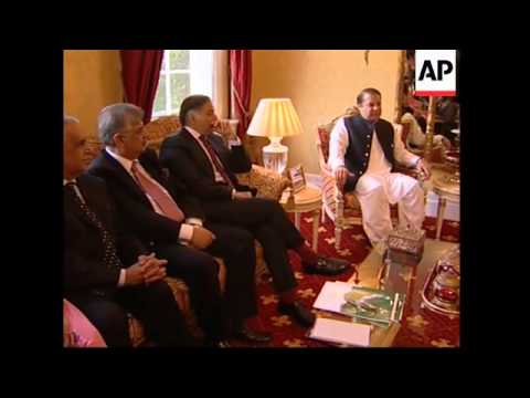 Former PMs of Pakistan meet to discuss Musharraf