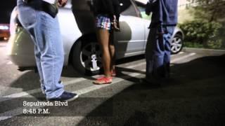 Oficiales encubiertos del LAPD arrestan prostitutas en el Vall…