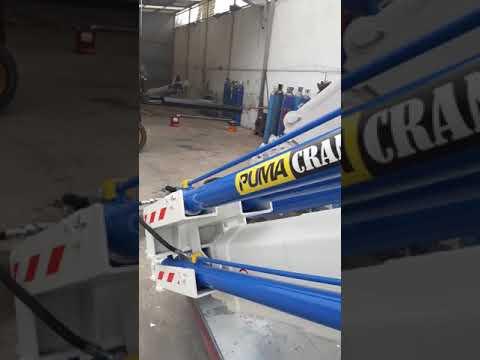 Hydraulic deck cranes