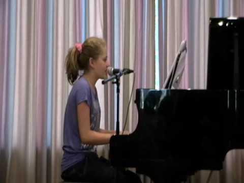 Laura van den Elzen zingt het nummer Hallelujah en...