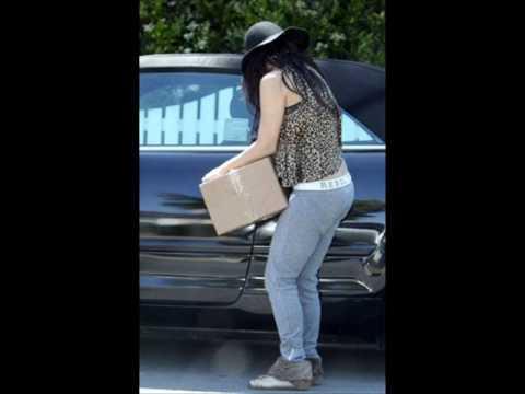 Vanessa Hudgens  Leaving her parent's house in Studio City 01-05.wmv
