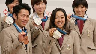 五輪選手団が帰国 浅田真央「ヨナに勝ちたい」