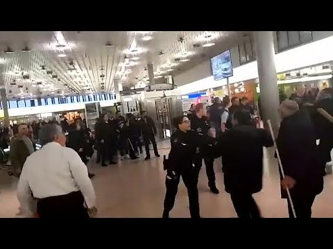 Violência irrompe no aeroporto de Hanover