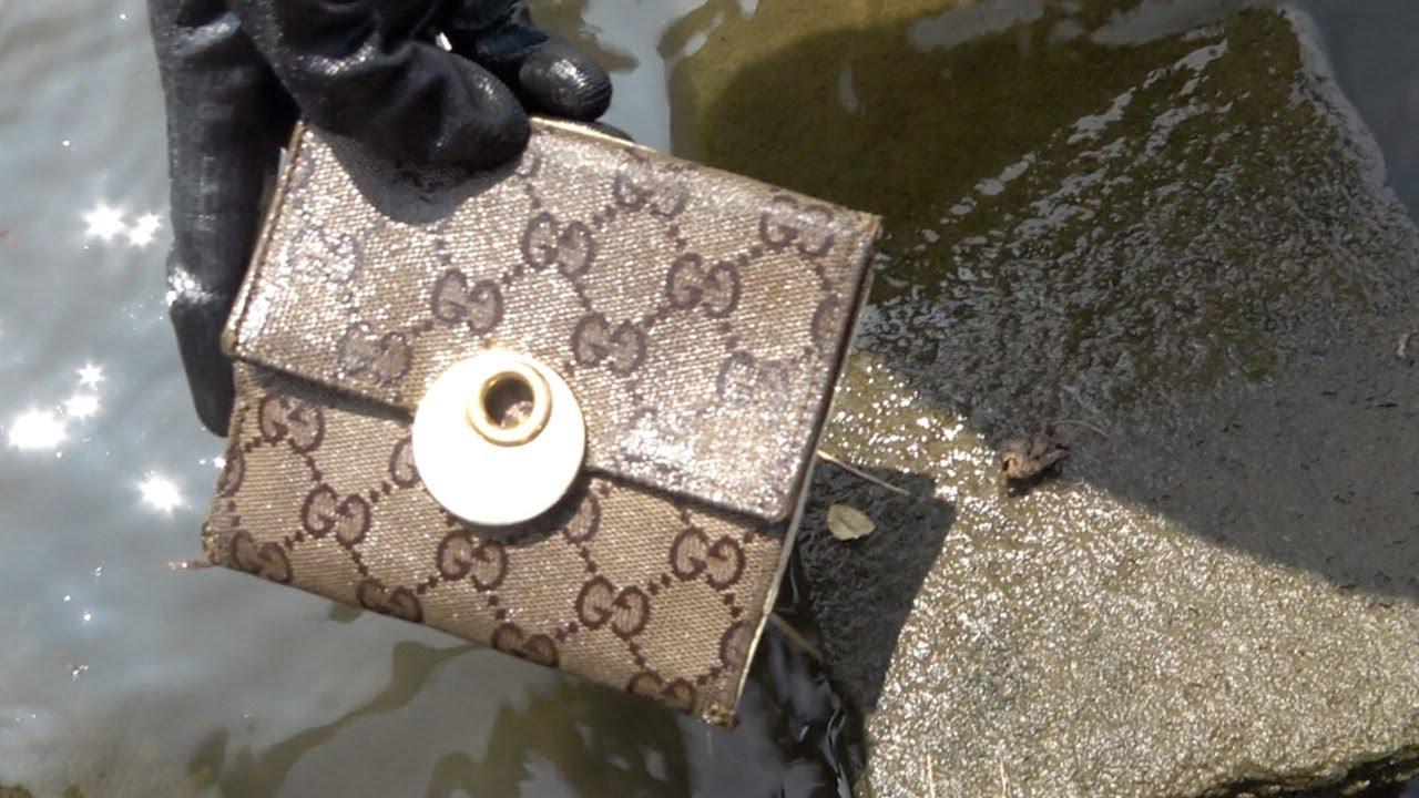 金属探知機でGUCCIの財布を発見したんだけど…