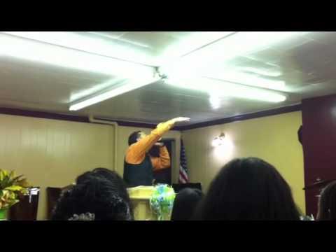 Evangelista Jaime Sanchez en la iglesia Vida nueva en Cristo