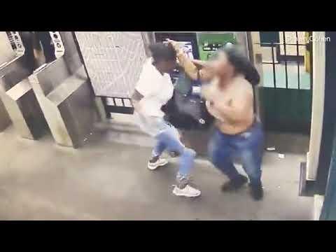 Luis Treviño - Mujer Es Apuñalada Fatalmente En Una Pelea En Estación De Metro