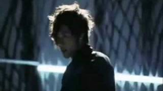 Musica en solitario del lider del grupo SS501 ,la secuencia pertene...