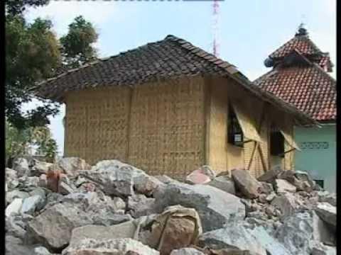 Langkah_Pembuatan_Rumah_Bambu_Gempa_Jogja.mpg - YouTube