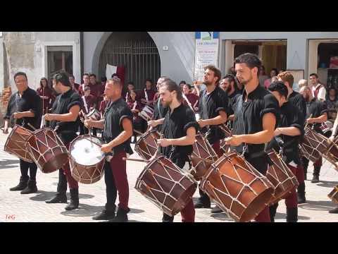 Tamburi medievali di Brisighella - video 2 - Ferie medievali Pavone Canavese 2014