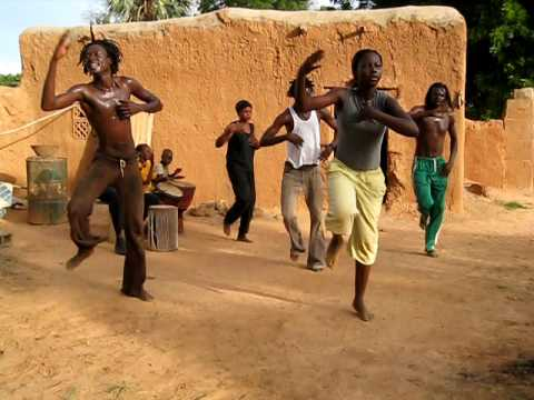 Labouzou percussions danse africaine s gou mali 4 youtube for Danse africaine