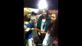Jennette McCurdy and Ariana Grande on the Sam and Cat parking lot