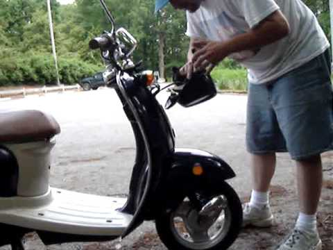 How to Replace the headlight on a 2002 Yamaha  Vino  49cc