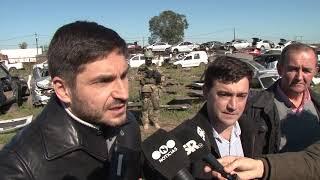 La provincia inició la compactación de vehículos de un desarmadero ilegal en Recreo