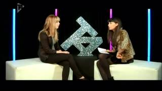 Jennifer Lawrence gets interviewed by Jameela Jamil - 2 very sexy women