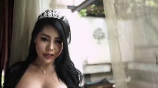 Download Video Kis Ferano sex hot toketnya gede banget no bra!! pose hot dan menantang gan hampir telanjang!! MP3 3GP MP4