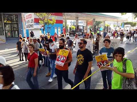 Marcha en Guadalajara por estudiantes desaparecidos.