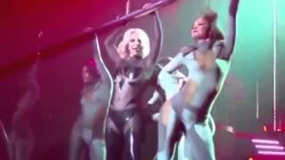 Прозрачный костюм Бритни Спирс расстегнулся на концерте в Лас-Вегасе(Рискованный инцидент произошел во время выступления в Лас-Вегасе известной американской певицы Бритни..., 2015-10-20T07:50:56.000Z)