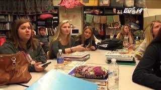 VTC14 | Học sinh Pháp bị cấm dùng điện thoại di động ở trường