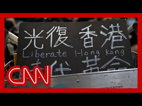 Hong Kong airport occupied by hundreds of protesters