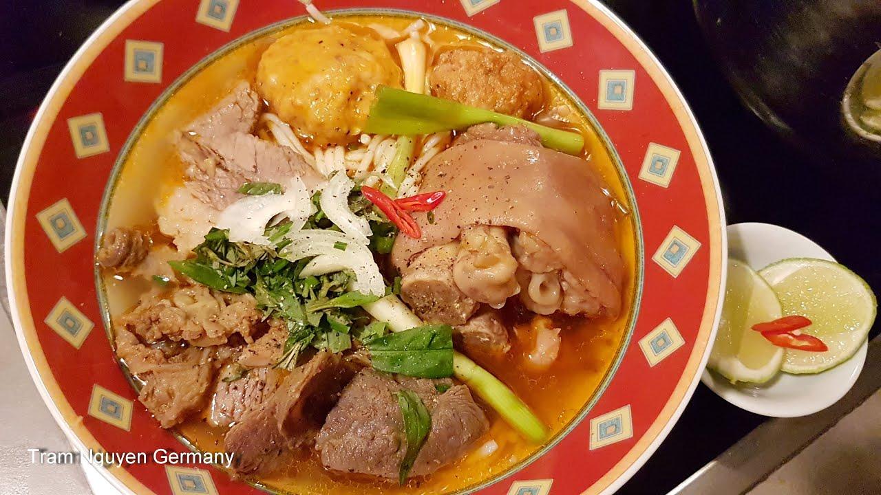 BÚN BÒ HUẾ – Cách nấu BÚN BÒ HUẾ chả tôm giò heo ngon tại nhà đơn giản với gia vị tươi