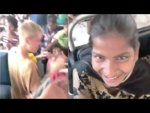 Justin Bieber Playing With Poor Indian Slum Children In Mumbai Will Melt Your Heart