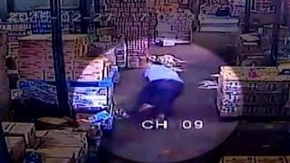 Cámaras captan el baleo a suboficial de Carabineros en Pudahuel- CHV Noticias thumbnail