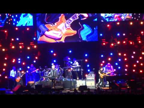 """""""Private Eyes"""" Hall and Oates Live Columbus, Ohio May 22, 2017"""