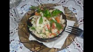 Салат с кальмарами и перцем.