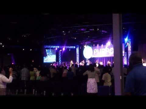 Kimberly Michelle leading Hear I Am to Worship