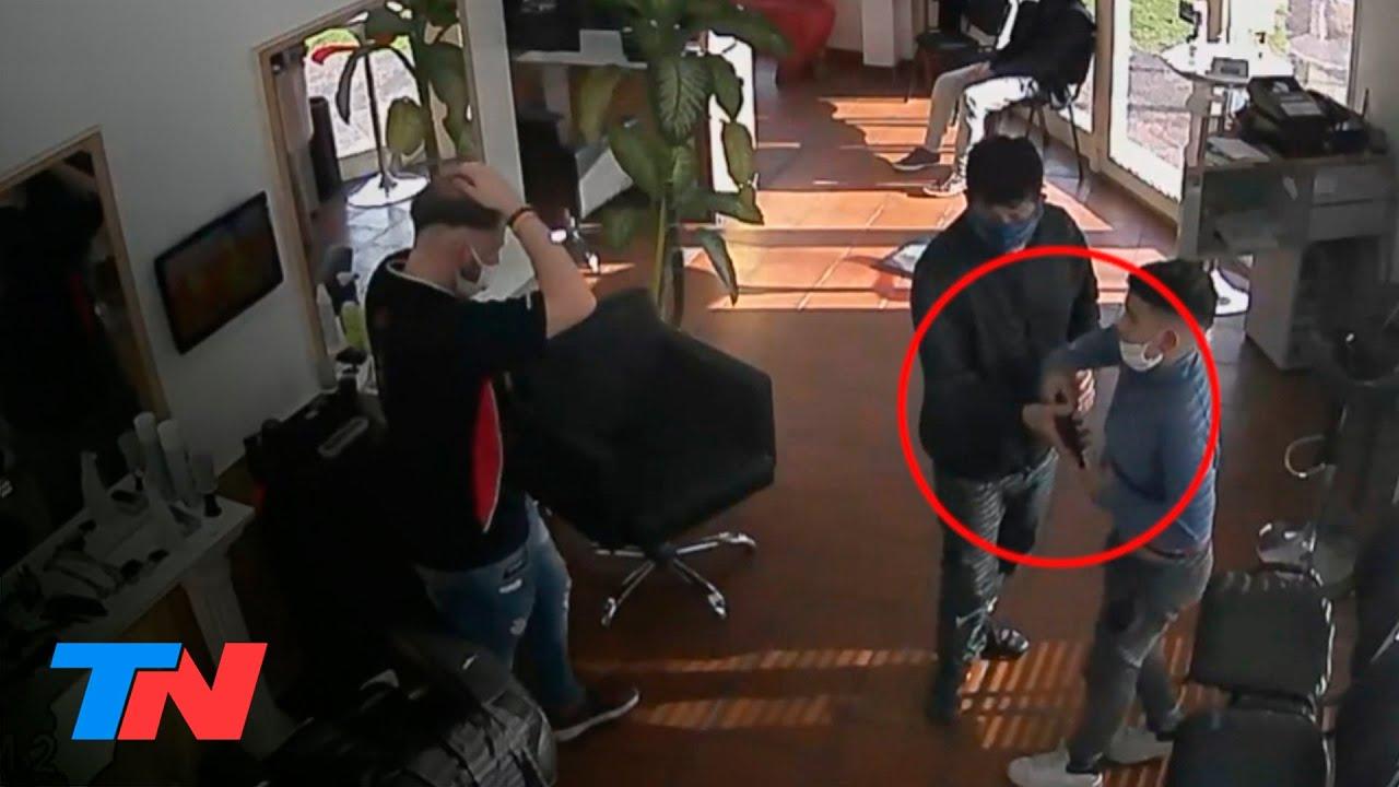Dramático e indignante: un delincuente llevó a su hijo de 11 años a un asalto a una peluquería