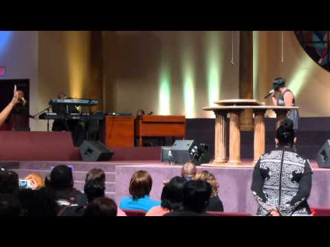 Melody Armstrong sings w/ (mom) Vanessa Bell Armstrong