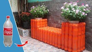 Reciclagem De Garrafas De Plástico Na Bancada Do Plantador De Jardim
