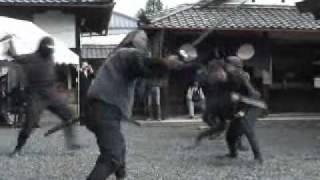 忍術演舞を奉納 伊賀の敢国神社