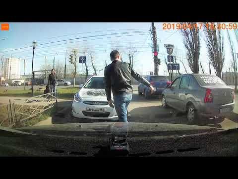 Все в сторону,  девушка едет!!! Девушка заехала под знак! Нижний Новгород