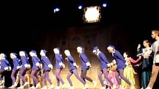 """2011-voorstelling rosa.""""de klok in het stuk Assepoester"""""""