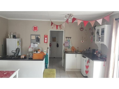 1 Bedroom Flat For Rent In Berea, East London, Eastern Cape, South Africa  For ZAR 5500 Per Month