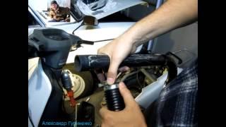 Ремонт патрубка воздушного фильтра Honda Lead хонда Лид леад(Это видео о том как самостоятельно можно отремонтировать патрубок воздушного фильтра скутера мопеда Honda..., 2014-10-02T22:13:30.000Z)